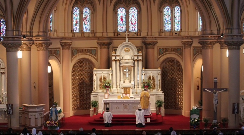 Survey: Latin Mass Attendees More Orthodox, Devout