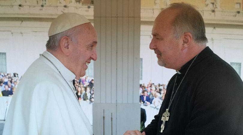 L'évêque anglican et aumônier de la Reine d'Angleterre se convertit au catholicisme (Vidéo - 2 min - Garabandal) 2019-12-16-Gavin
