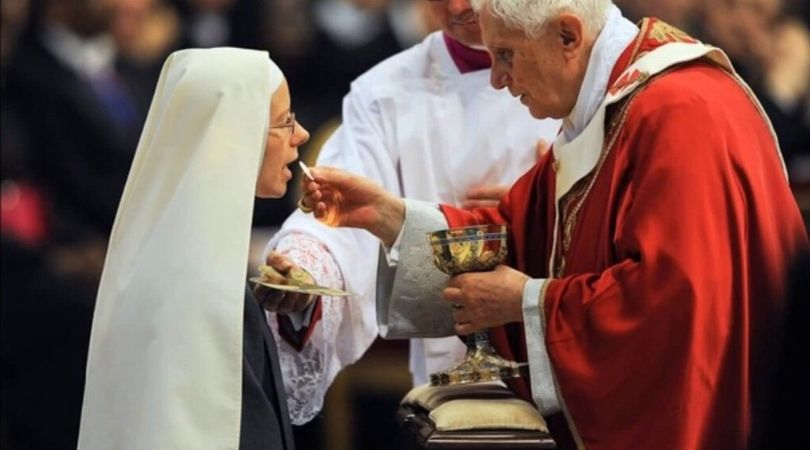 US Bishops Approve Communion on the Tongue