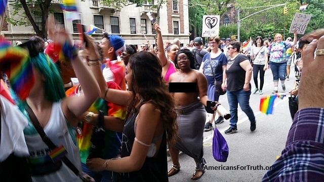 Nude homosexual woman — img 8