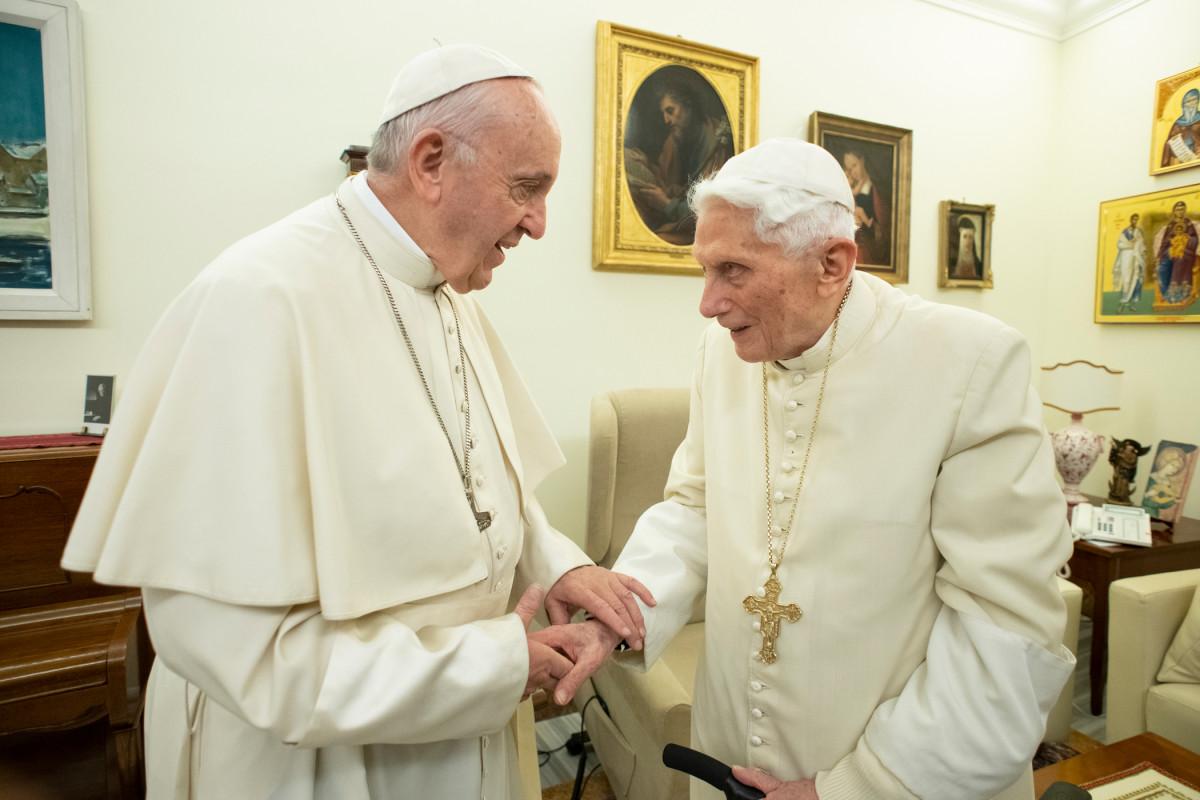 Pas de pape sans sede vacante Francis_benedict